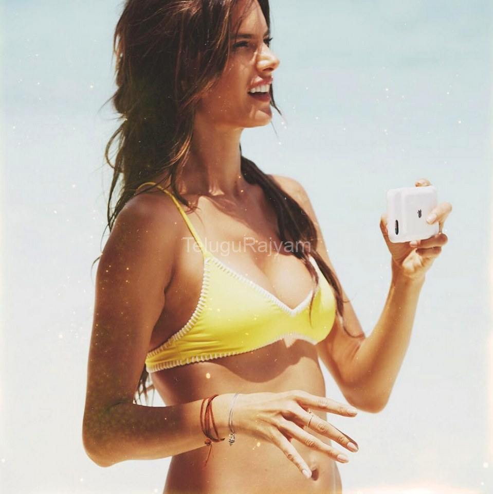 Alessandra-Ambrosio-Hot-Stills-4
