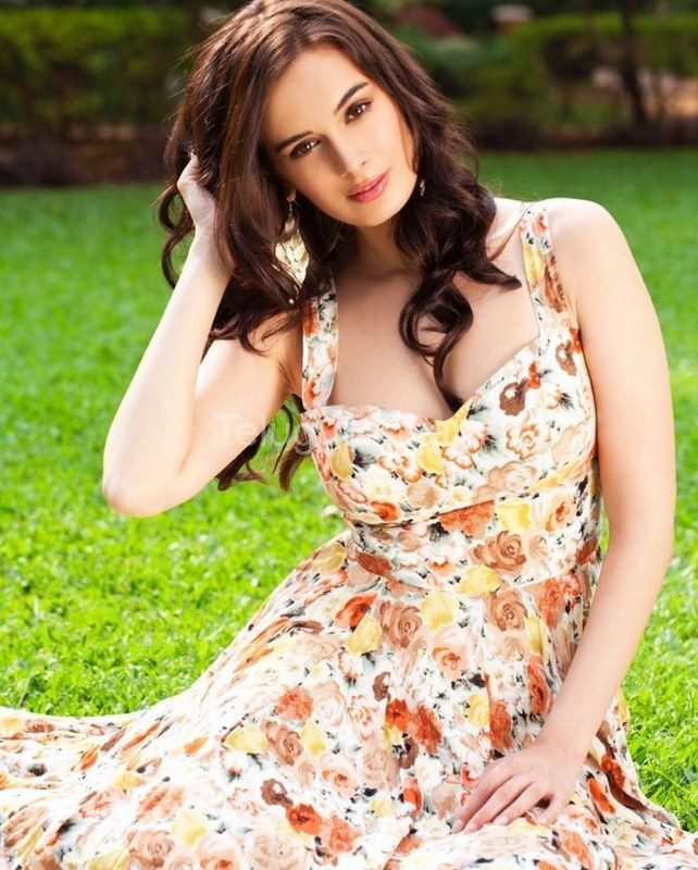 Evelyn-Sharma-18