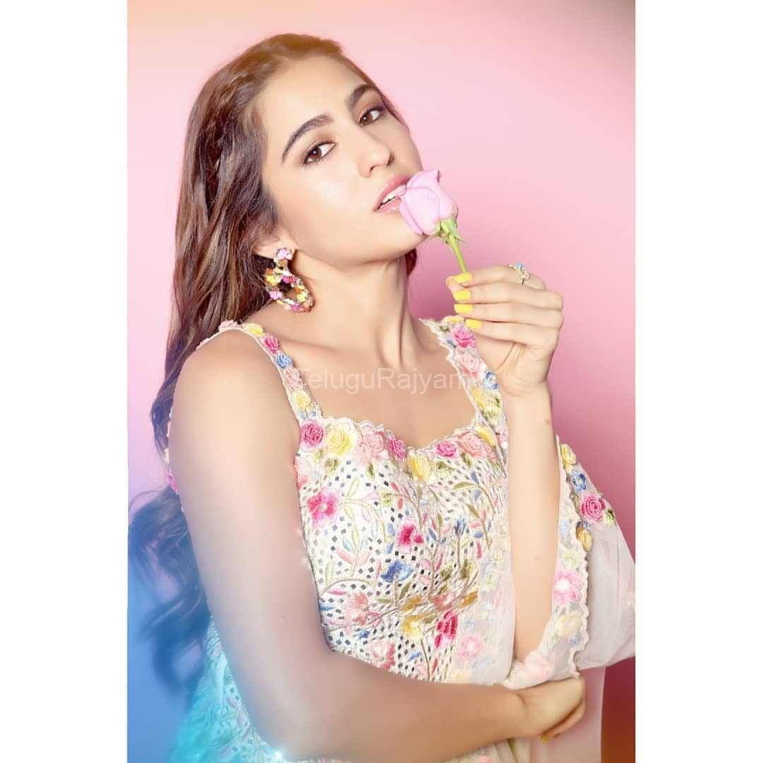 Sara-Ali-Khan-Photos-11