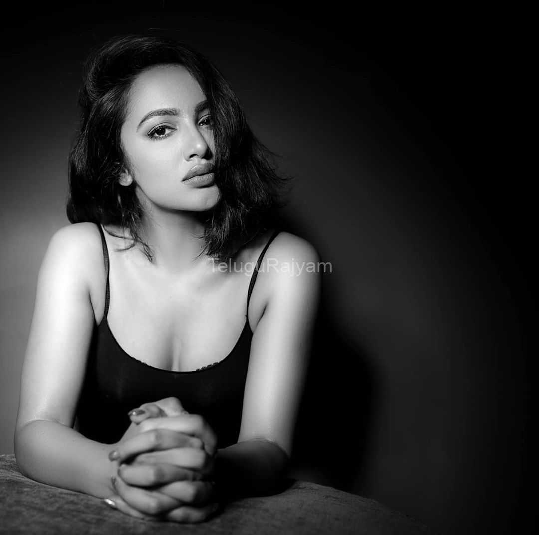Tejaswi-Madivada-Spicy-Gallery-2