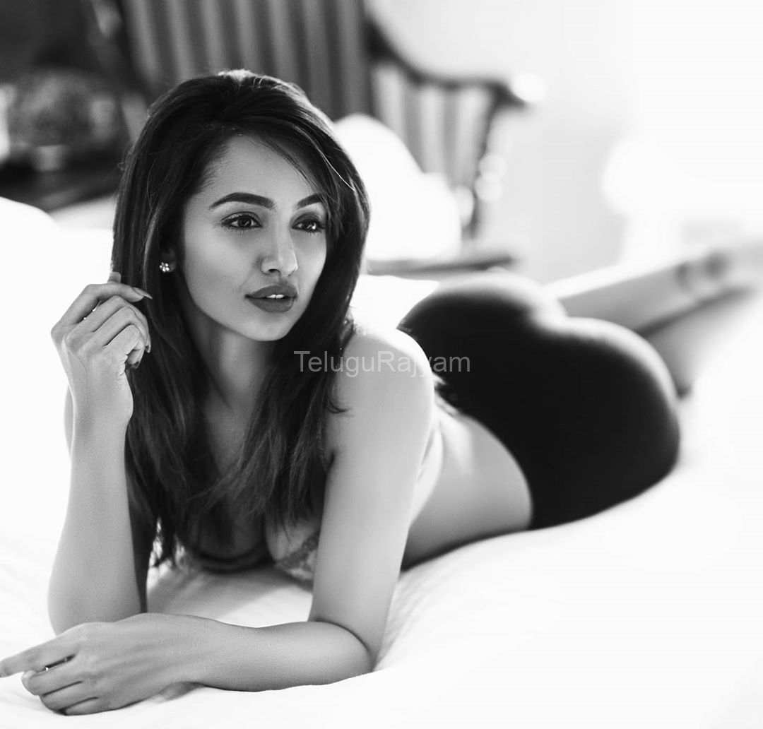 Tejaswi-Madivada-Spicy-Gallery-4
