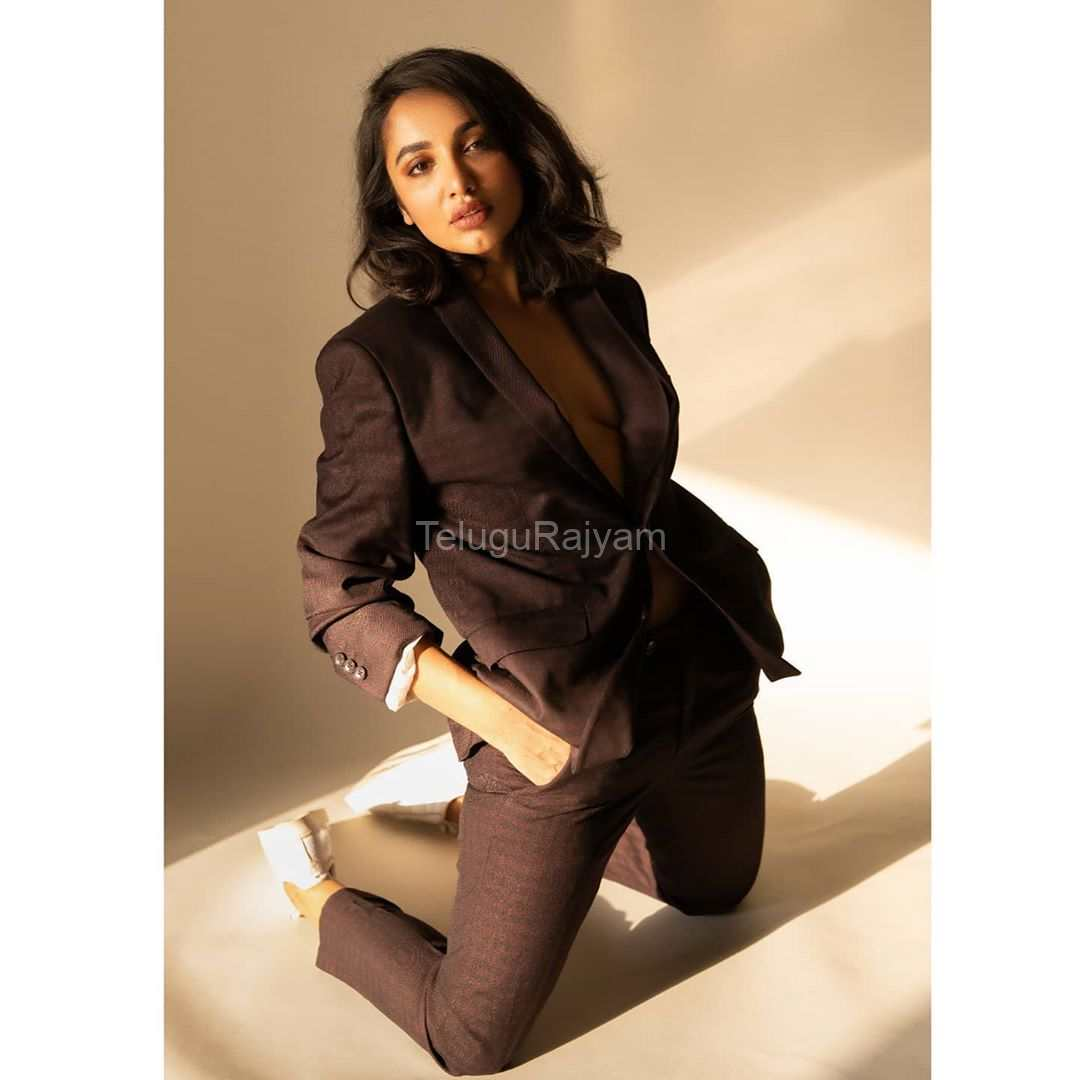 Tejaswi-Madivada-Spicy-Gallery-9