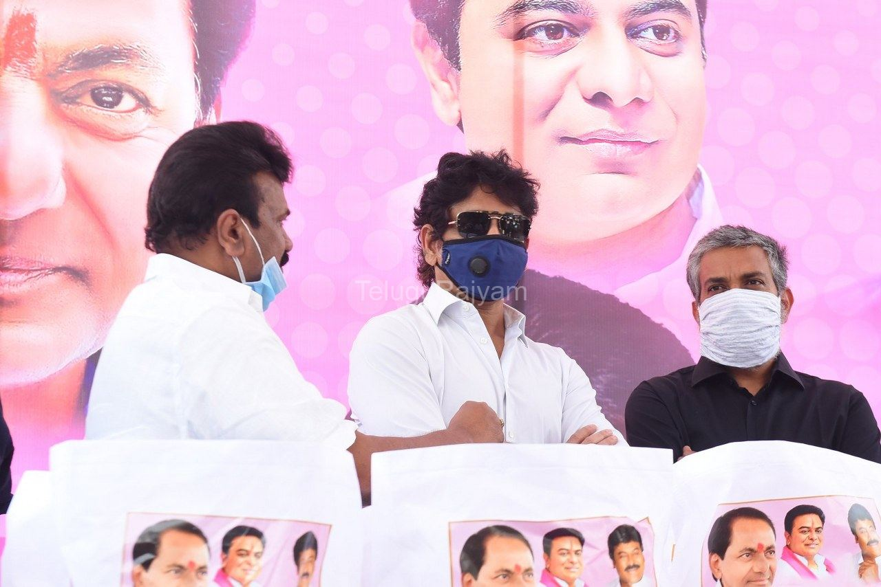 Tollywood-celebrities-distributes-Grocery-kits-10