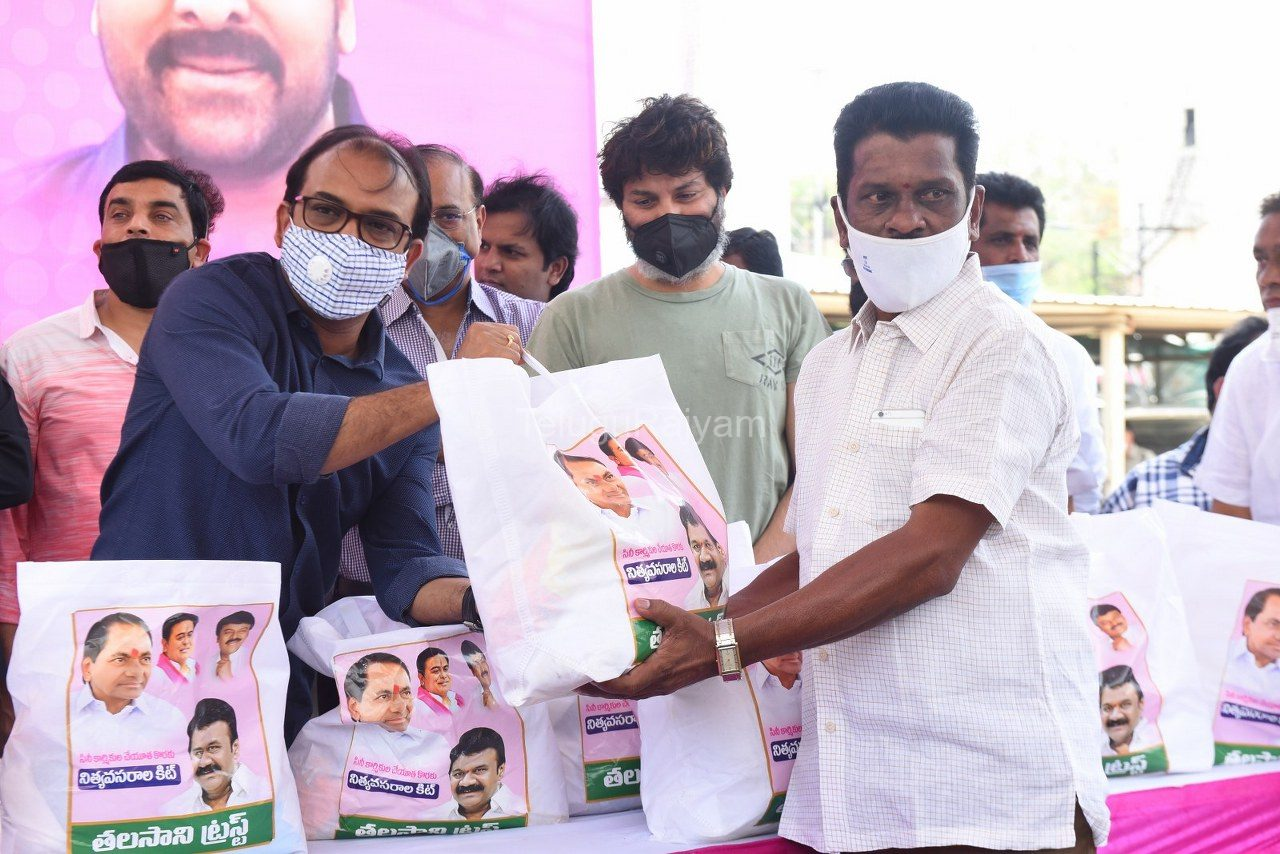 Tollywood-celebrities-distributes-Grocery-kits-13