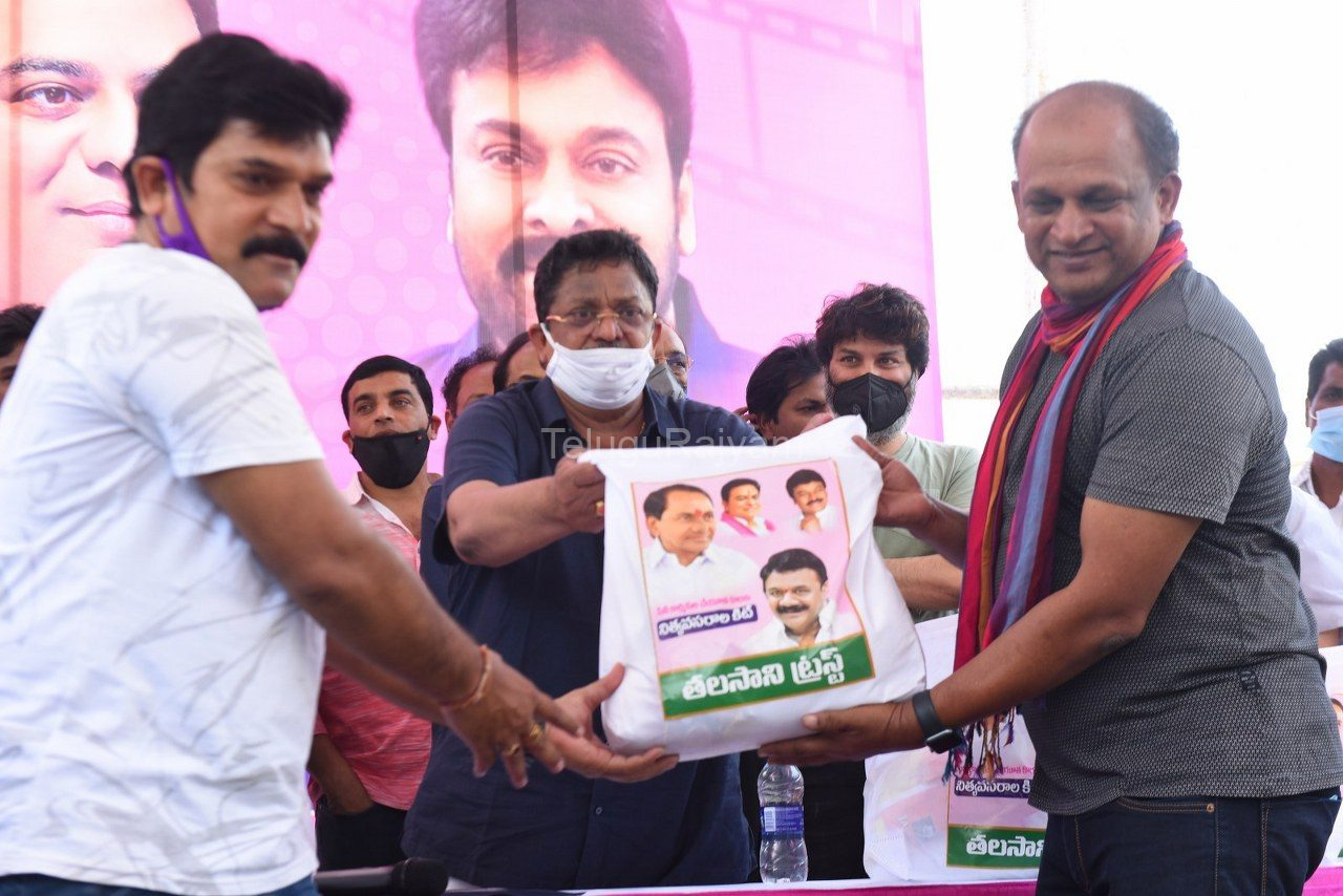 Tollywood-celebrities-distributes-Grocery-kits-18