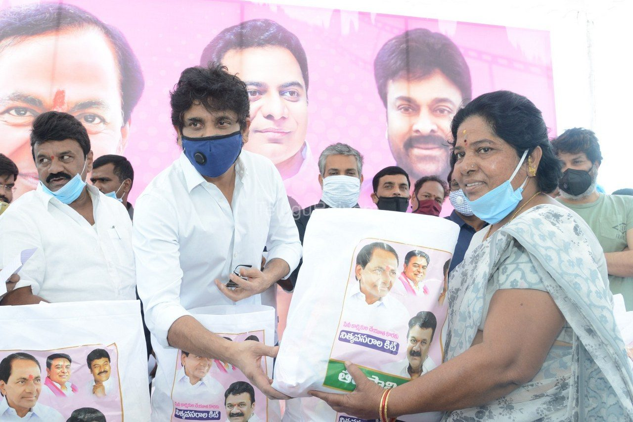 Tollywood-celebrities-distributes-Grocery-kits-4